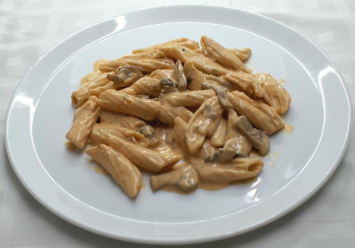 Macarrones al funghi con queso parmesano